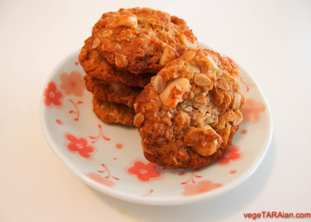 Anzac-biscuits-with-macadamia-1