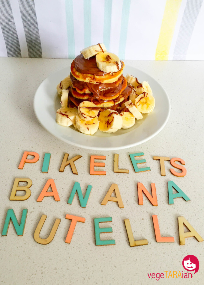 Vegan pikelets with banana and Nutella