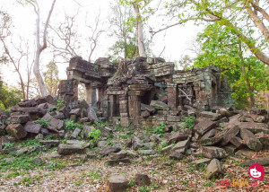 Visiting temple ruins in Banteay Chhmar