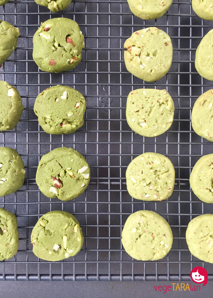 Matcha and almond cookies