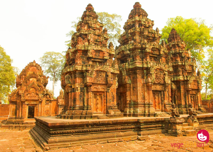 The detailed buildings at Banteay Sri