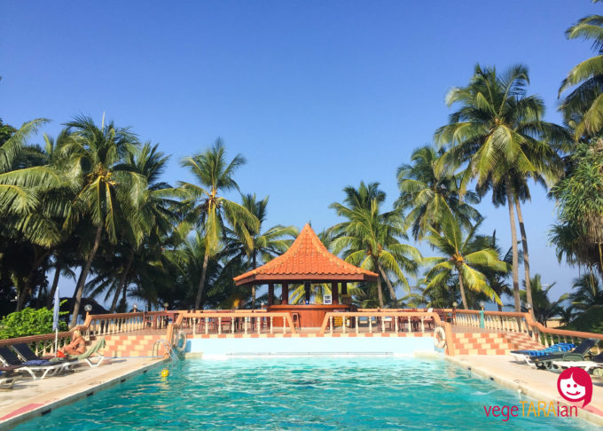 Pool at Golden Star Beach Hotel, Negombo