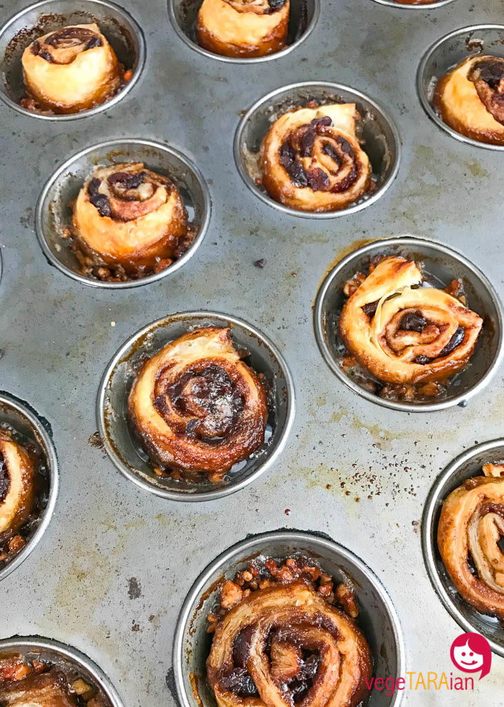 Sticky buns with cranberries