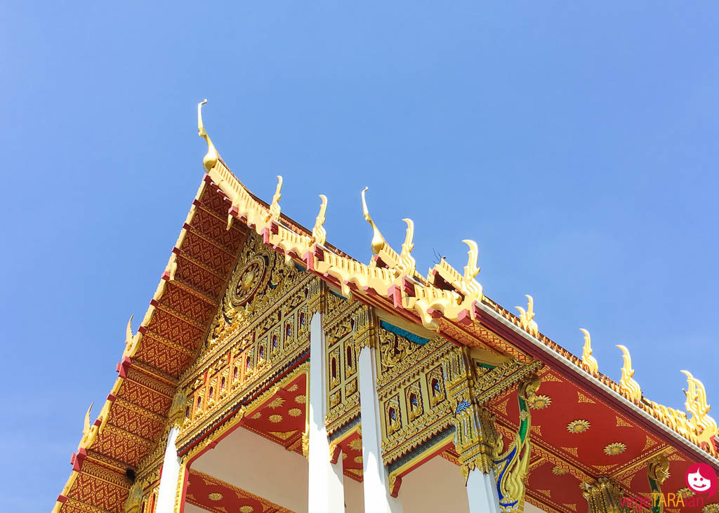 Bangkok temple blue sky